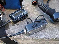 Os displays primários e secundários da eletrônica APECS 2.5 dos CCRs Megalodon controlam o Set Point (PPO2 desejada) durante o mergulho, o que influencia, inclusive, na dosagem narcótica da mescla de gases inspirada pelo mergulhador.