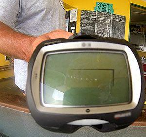 Computador com LCD trincado após o mergulho.
