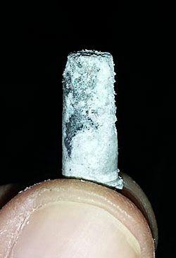 Óxido de alumínio em um filtro de um regulador