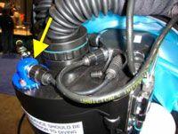 Célula de CO2 adaptada a cabeça do rebreather Sentinel da VR Technology.