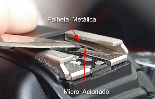 Reposicionando a palheta metálica - Foto: Clécio Mayrink