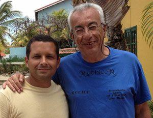 Nosso editor Clécio Mayrink ao lado do Dr. Trikilis.